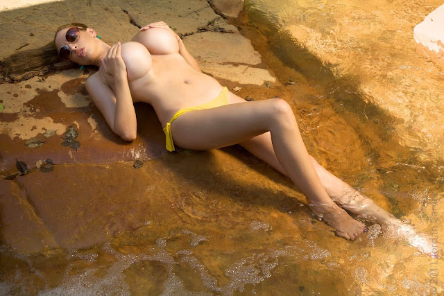 Jordan-Carver-Yellow-River-sexiest-bikini-photoshoot-HD-image