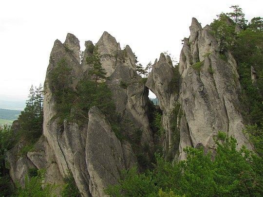 Potężne skalne iglice, tworzące scenerię nie z tej ziemi.