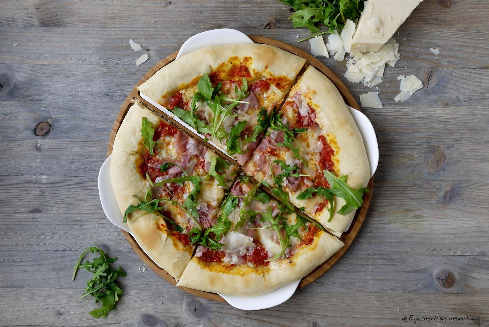 Experimente aus meiner Küche: Pizza Rucola mit Parmaschinken