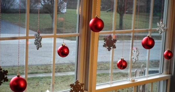40+ πανέμορφες Χριστουγεννιάτικες ιδέες για τα ΠΑΡΑΘΥΡΑ