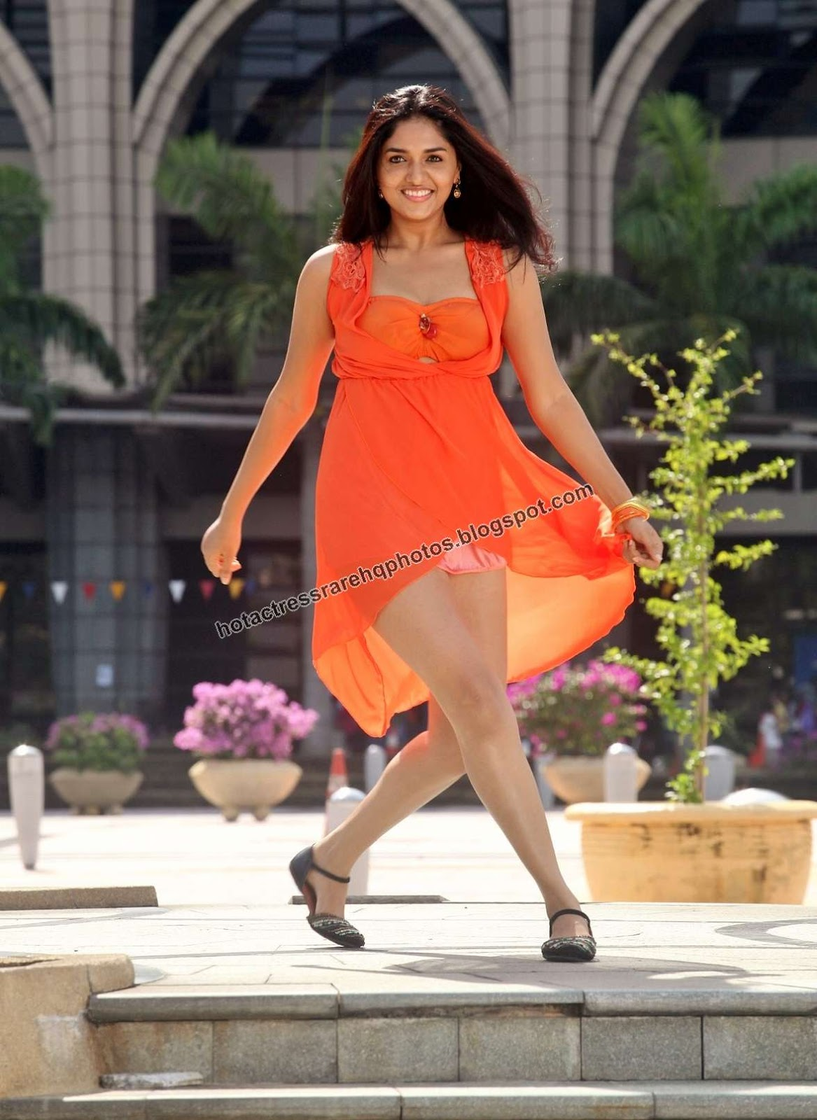 Tamil Actress Sunaina Hottest Thunder Thighs And Cleavage Show In Orange Dress From Samar Movie South Indian Actress Sunaina Panty Show In Short
