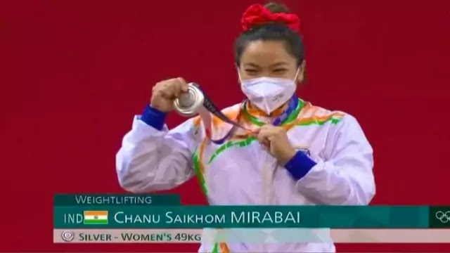 tokyo-olympics-2020-mirabai-chanu-wins-silver-medal-in-weightlifting-india-got-its-first-medal-in-tokyo