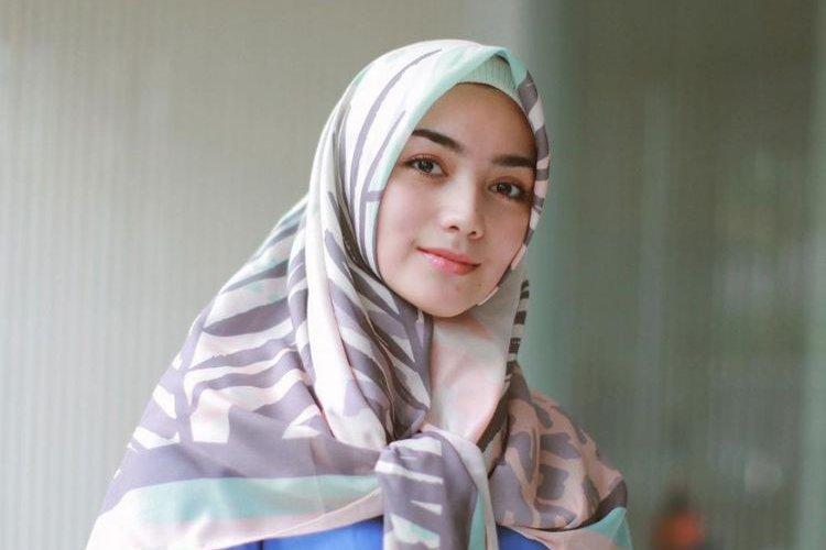 Menggunakan Hijab Instan Yang Rapi Dan Syari