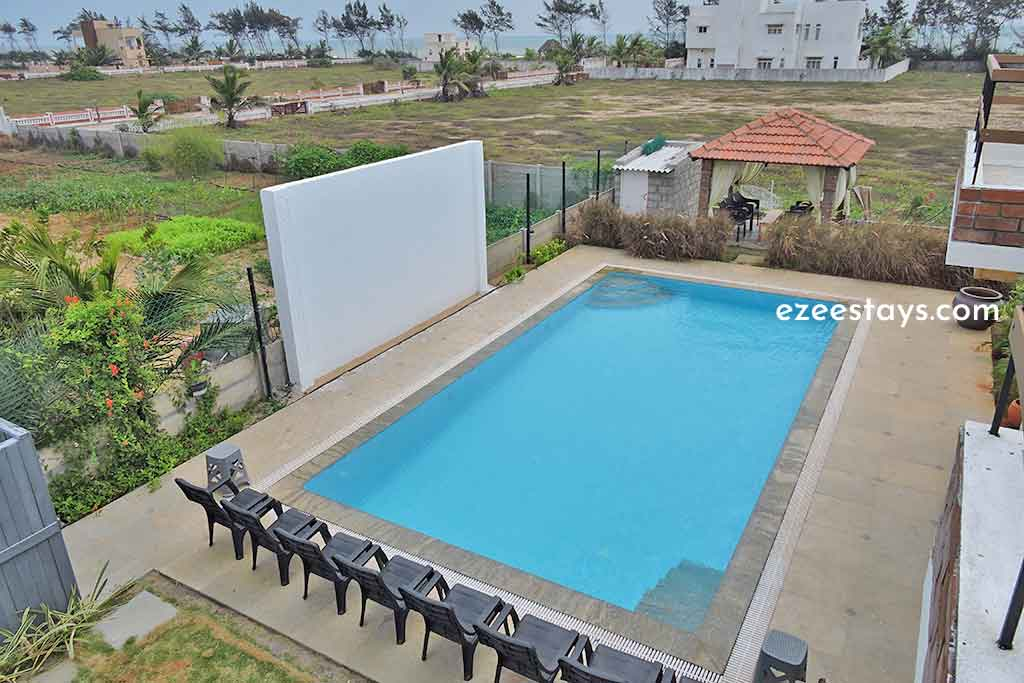 light house beach house for hire in ecr