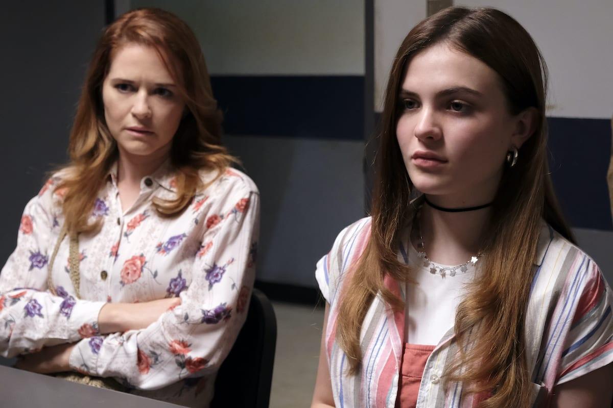 Cindy acompaña a Jeanette en la sala de interrogatorios de Cruel Summer