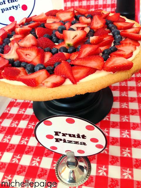 Fruit Pizza for Valentine's Day @michellepaigeblogs.com