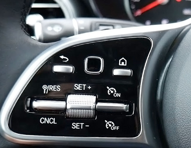 2020-Mercedes-Benz-GLC300-4matic-left-side-steering-wheel-control-button