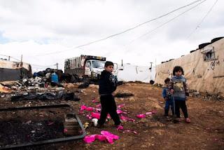 Kejahatan Syiah Membuat Pengungsi Suriah di Lebanon Bertarung untuk Kebutuhan Kesehatan