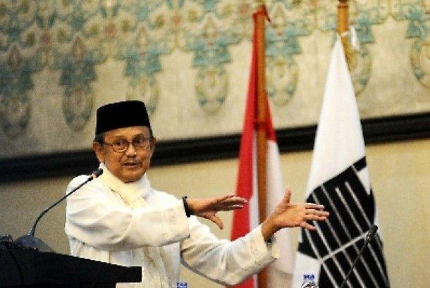 Pidato BJ Habibie Yang Menghebohkan Jerman Ini Membuat Bangga Umat Islam Indonesia