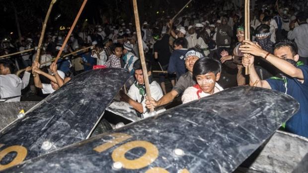 Begini Kronologi Lengkap Demo Ahok Berujung Ricuh versi Polisi