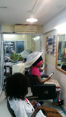 ร้านเสริมสวยชายหญิงให้เช่าพร้อมอุปกรณ์เสริมสวยครบ ตั้งอยู่สุขุมวิทซอย 4 (นานา) รายได้ดีมาก T(095)851-6058