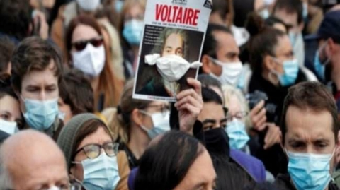 Thousands took to the streets in France to protest against the condemnation of a teacher
