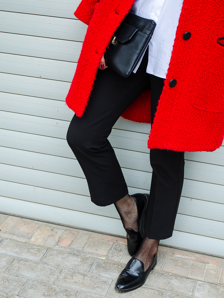 fashion blogger diyorasnotes red coat fishnet tights loafers asos hat turtleneck under shirt