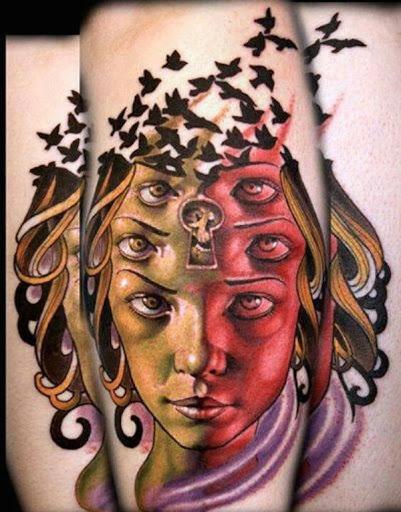 Mulher com três conjuntos de olhos