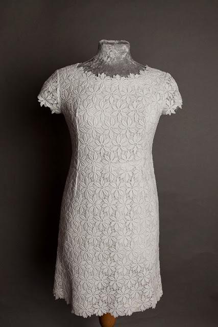 Cotton lace mini 1960s vintage wedding dress, bodice and 'daisy' lace neckline, c HVB vintage wedding blog 2013