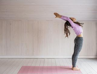 हस्त उत्तासन के फायदे और तरीके, step and benefits of hastottanasana yoga in hindi