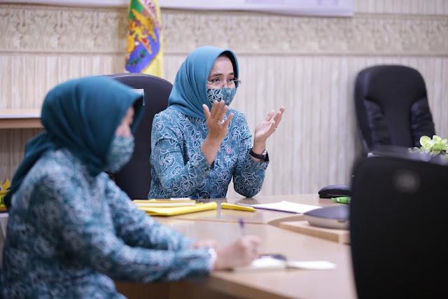 Lakukan Launching Program Siger melalui Video Conference, Ibu Riana Arinal Apresiasi TP PKK Kabupaten/Kota dan Pengurus Organisasi Wanita dalam Penanganan Covid-19