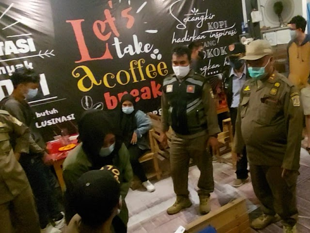 Kelabui Petugas dengan Mematikan Lampu, Pemilik dan Pengunjung Kedai Kopi Tak Luput dari Sanksi