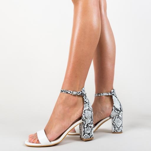 Sandale albe cu toc gros si animal print frumoase
