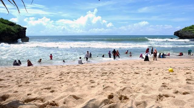 Pantai Sarangan Gunung Kidul Yogyakarta