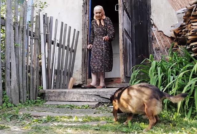 Это маленький отрывок из беседы с женщиной из глухой русской деревни. Я там оказался чудом – приехал к внезапно заболевшей бабушке, чтобы какую-то посильную помощь оказать.
