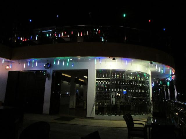 rooftop-Vanilla-Hotel-Batam