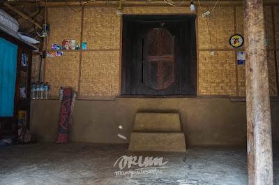 Dalam rumah di Dusun Sade, Lombok, Nusa Tenggara Barat