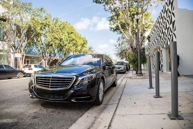 1 . Elegant and Luxurious Limousines in Miami