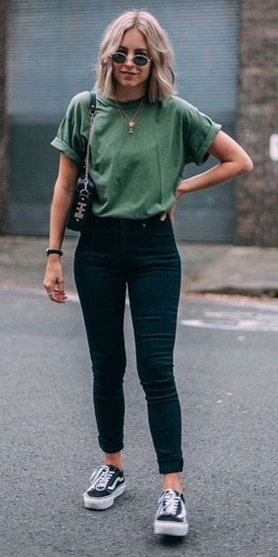With summer collapsing into fall, dish out the blazers, berry lipsticks and layers. Have a look at these 24 Comfy and Goto Fall Fashion to Wear Everyday. Daily Style via higiggle.com | jeans outfits | #falloutfits #fashion #jeans