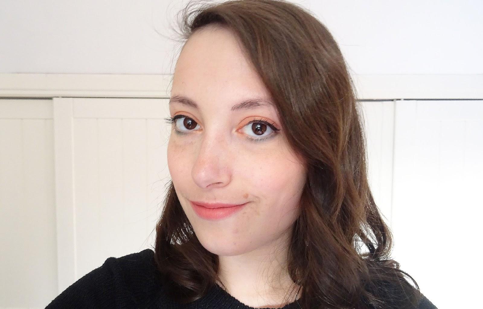 Tuto : Un maquillage de fêtes très coloré rouge orange vert