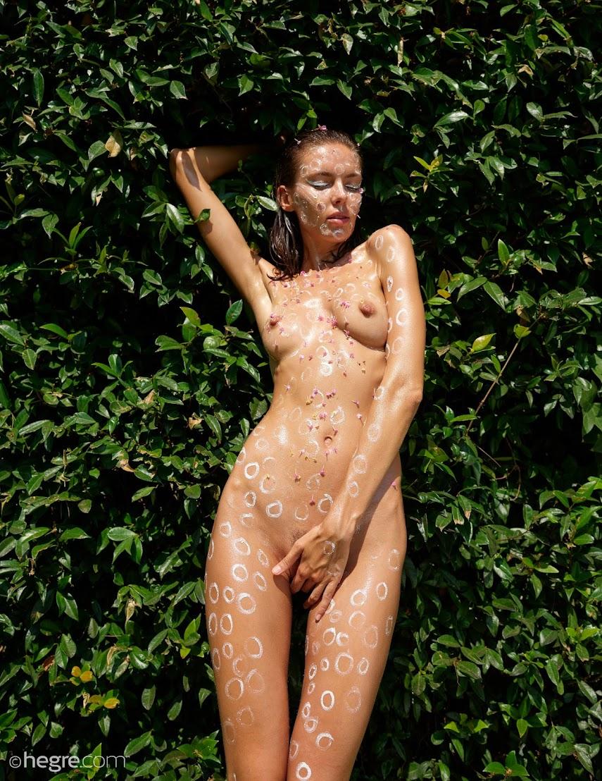 [Hegre-Art] Alya - Naked And Creative 074812