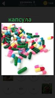 470 слов. все просто цветные капсулы на столе с таблетками 8 уровень