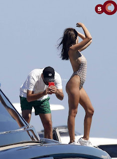 Emily+Ratajkowski+in+thongs+candids+Sexy+Smooth+small+Naked+Ass+July+2018+%7E+CelebsNext.xyz+Exclusive+Celebrity+Pics+12.jpg