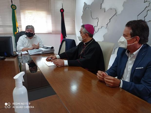 Tião Gomes participa de reunião com bispo diocesano de Guarabira e governador sobre obras em santuários do Brejo