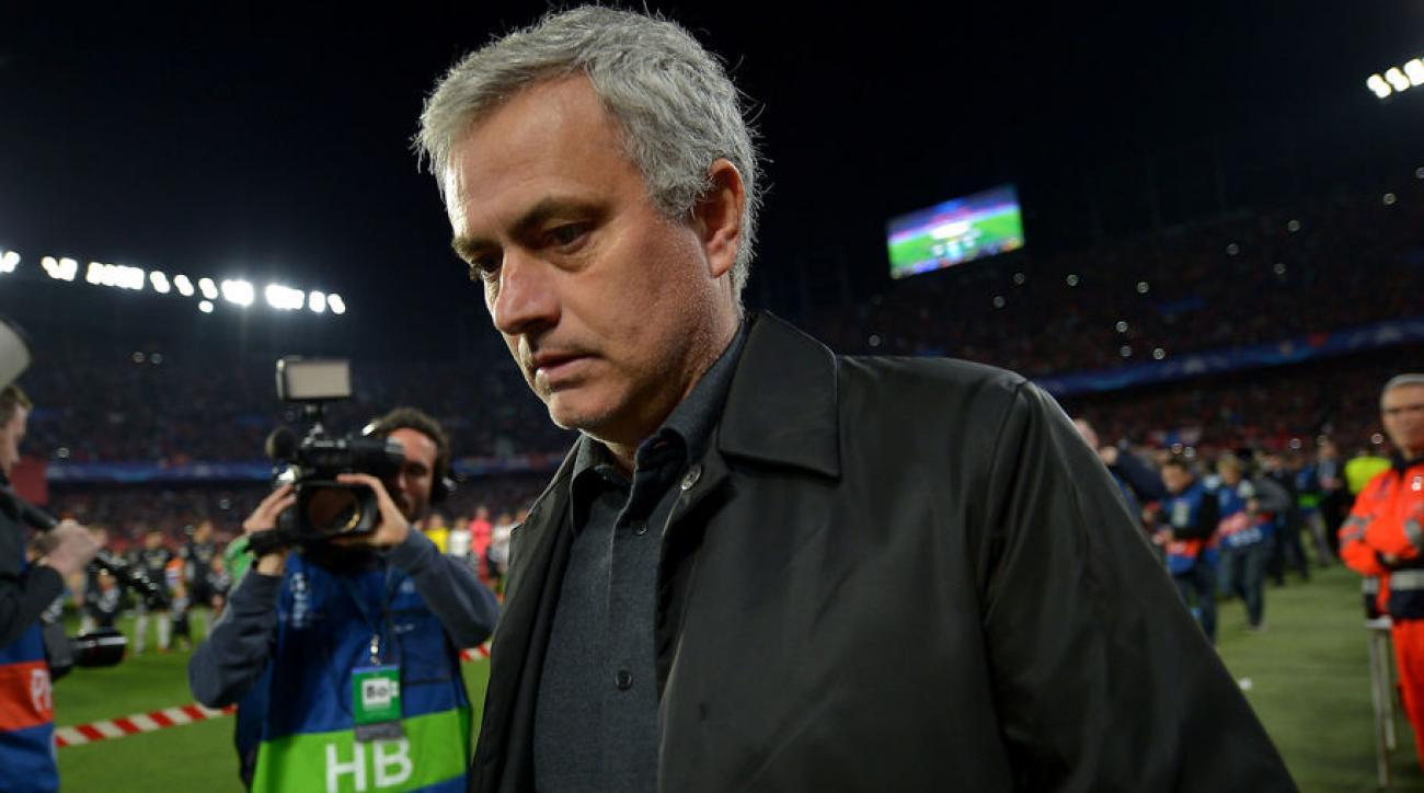 MU vs Valencia – Kick Off Ditunda lima Menit, Mourinho Salahkan Polisi