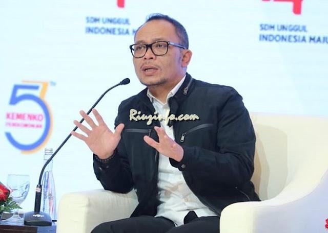 Jokowi Pilih Hanif jadi Pengganti Imam di Menpora
