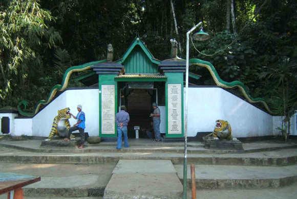 Gerbang Makam Prabu Hariang Kancana