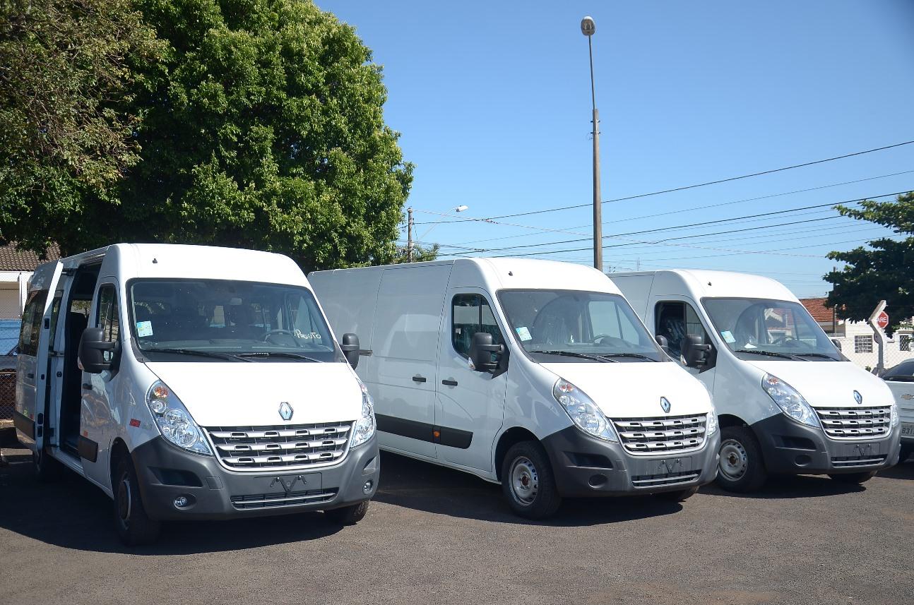 Educação de Barretos recebe três novas vans