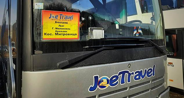 """На два паркинга а готово у исто време, непознате особе оштетиле су синоћ возила фирме """"Џо травел"""" #Џо #Травел #ЏоТравел #Напад #Косово #Метохија #Вести #Kosovo #Metohija #vesti #RTS #Kosovoonline #TANJUG #TVMost #RTVKIM #KancelarijazaKiM #Kossev"""