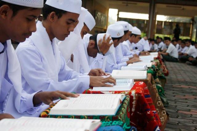 Sambut Tahun Baru 2017, 30 Hafidz Hafidzah Bersama Jamaah Gelar Khotmil Quran Di Masjid Ini