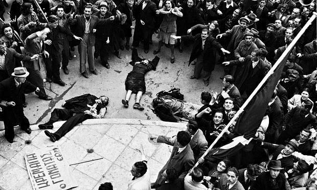 Μια μέρα που άλλαξε την ιστορία: τα σώματα των άοπλων διαδηλωτών που πυροβολήθηκαν από την αστυνομία και τον βρετανικό στρατό στην Αθήνα στις 3 Δεκεμβρίου 1944.