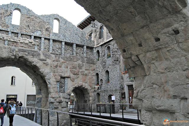 porta pretoria, Aosta, cosa vedere, aosta in un giorno, itinerario ad aosta