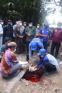 Wakil Gubenur Hadiri Penyembelihan  Hewan Kurban untuk  Suku Anak Dalam