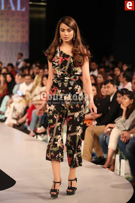 So-kamal-collection-2017-at-pfdc-sunsilk-fashion-week-12