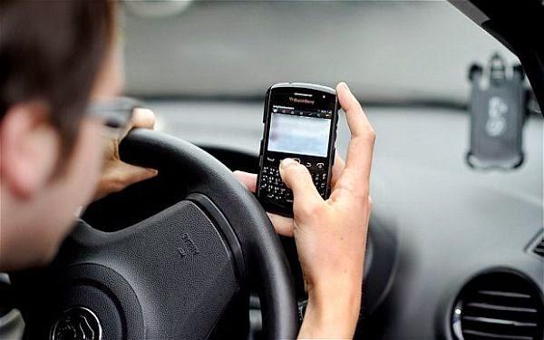 Mewaspadai Kecelakaan di Jalan karena Handphone