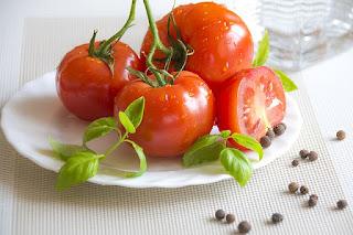 10 Khasiat Ajaib Buah Tomat Untuk Kecantikan