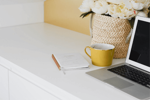 Memulai Kebiasaan Baik 'Sebulan Dua Buku', Tantang Dirimu Lebih RajinMembaca Sambil Belajar Me-Review!