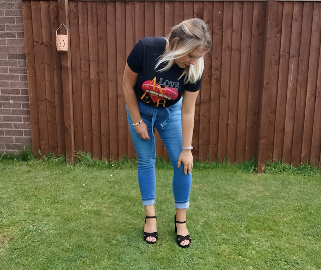 heart lip tee and jeans