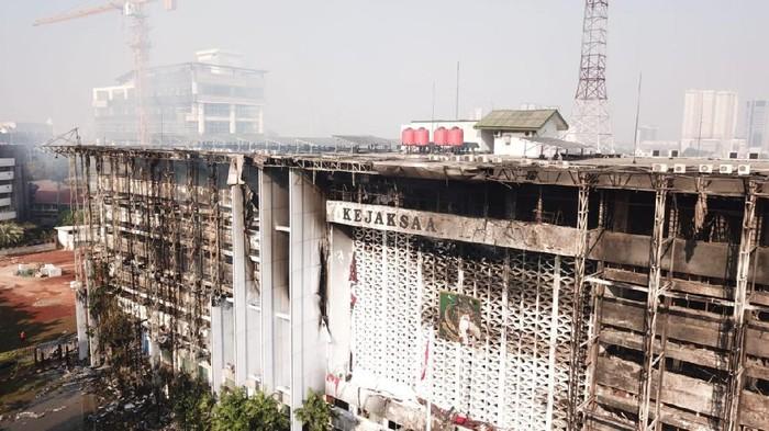 Damkar Ungkap Penyebab Lamanya Pemadaman Kebakaran di Gedung Kejagung