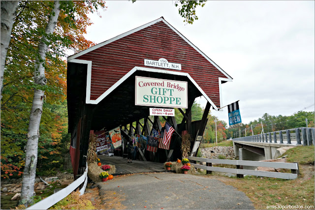 Covered Bridge en Bartlett, New Hampshire en el que hay una Tienda de Regalos